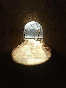 Licht am Ende des Tunnels Liebeskummer-Selbsthypnose